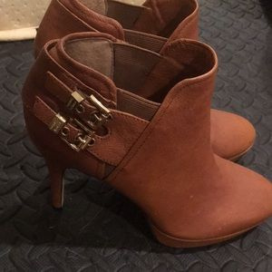 Leather Vince Camuto booties